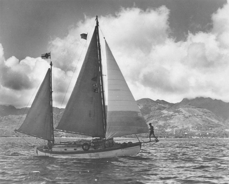 Te Rapunga flying the flag of Dibbern's design, Hawaii, 1941