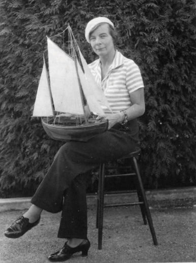 Doe von Fritsch with model of Te Rapunga, Sausalito, ~1933